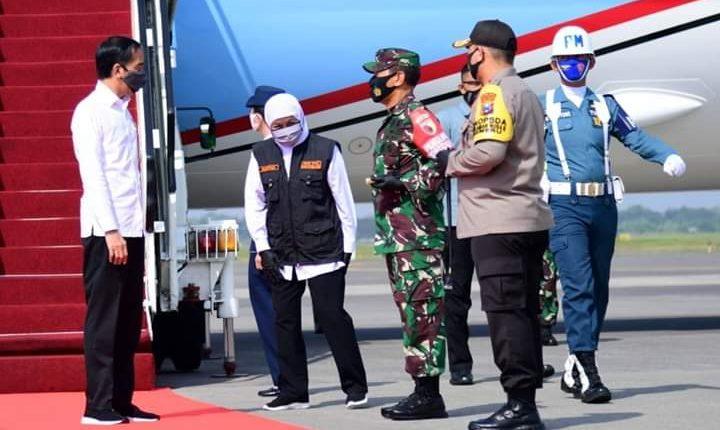 Presiden Jokowi Tinjau Posko PenangananCovid-19 Provinsi Jatim1