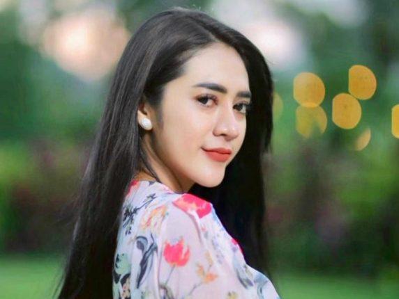 Vernita Syabilla Blak-Blakan