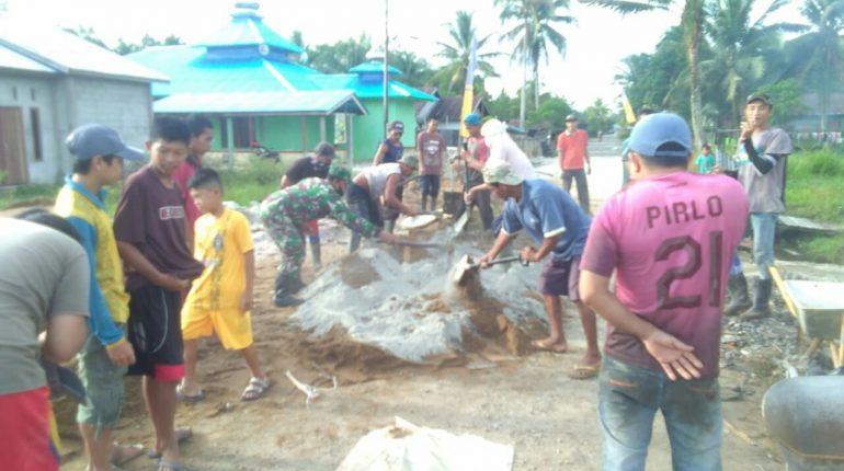 Babinsa Gotong Royong