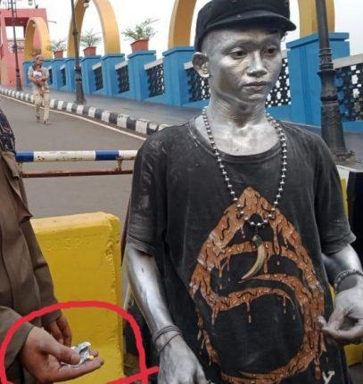 Oknum Manusia Silver Resahkan Pengunjung Jembatan Kaca Kota Tangerang
