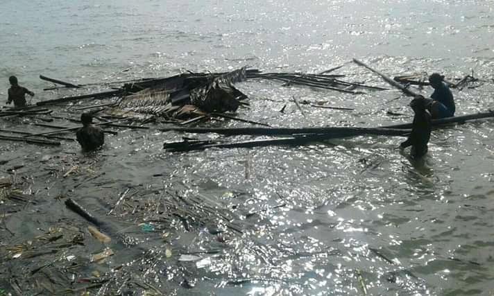 Badai dan gelombang menyapu lebih dari 100 bagan nelayan tradisional diwilayah pulau Kabung.
