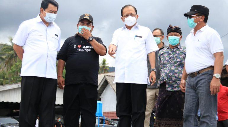 Gubernur Bali Wayan Koster dihadapan para nelayan, penyelam dan petani garam