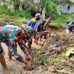 Koramil 1202-06/Salamantan melaksanakan kerja bhakti pembersihan Sungai Sirian Tapian Bua di Desa Bukit Serayan, Kecamatan Samalantan, Kabupaten Bengkayang