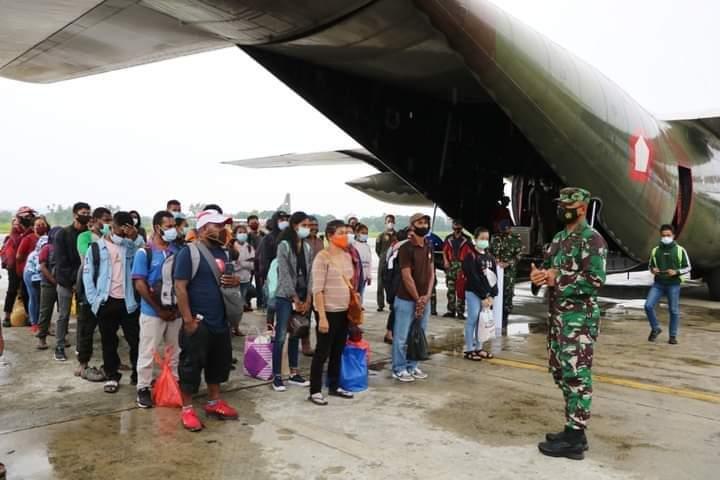 Panglima TNI Marsekal TNI Hadi Tjahjanto, S.I.P. menginstruksikan kepada TNI AU untuk menyiapkan 1 (satu) pesawat Hercules C-130 untuk membantu masyarakat Jayapura yang ingin pulang kampung ke Wamena untuk Natal