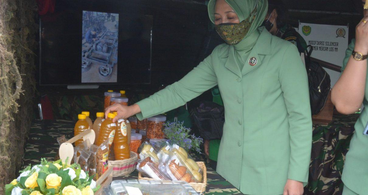 Prajurit Yonif Raider 301/Prabu Kian Santang ikut tergerak untuk membudidayakan Lebah Madu