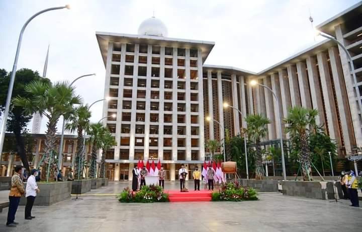 Presiden Joko Widodo meresmikan langsung selesainya renovasi masjid tersebut pada Kamis, 7 Januari 2021