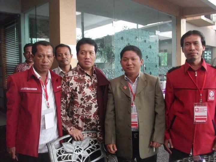Foto : Drs. KH. Drs. Imam Addaruqutni, MA., Mantan Ketua PP Pemuda Muhammadiyah bersama Syafrudin Budiman, SIP., Mantan Ketua DPP IMM dalam sebuah acara di Hotel Alia Cikini, tahun 2020 lalu.