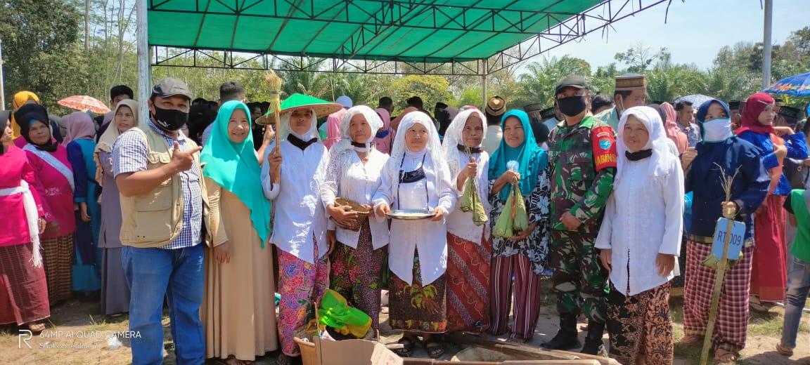 Masyarakat Desa Jirak Kabupaten Sambar, Kalbar Merayakan Festival Tradisional Pesta Emping
