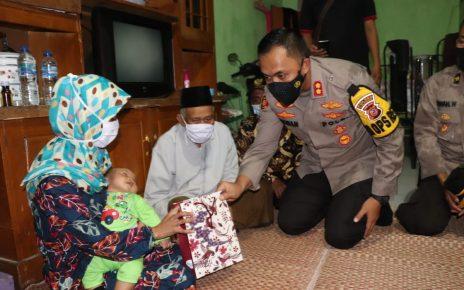 Presiden Jokowi Berikan Bantuan Untuk Istri Terduga Teroris Di Kabupaten Sukabumi